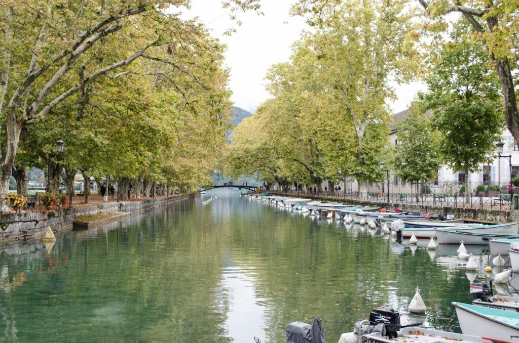 Annecy Canal du Vassé und Pont des Amours