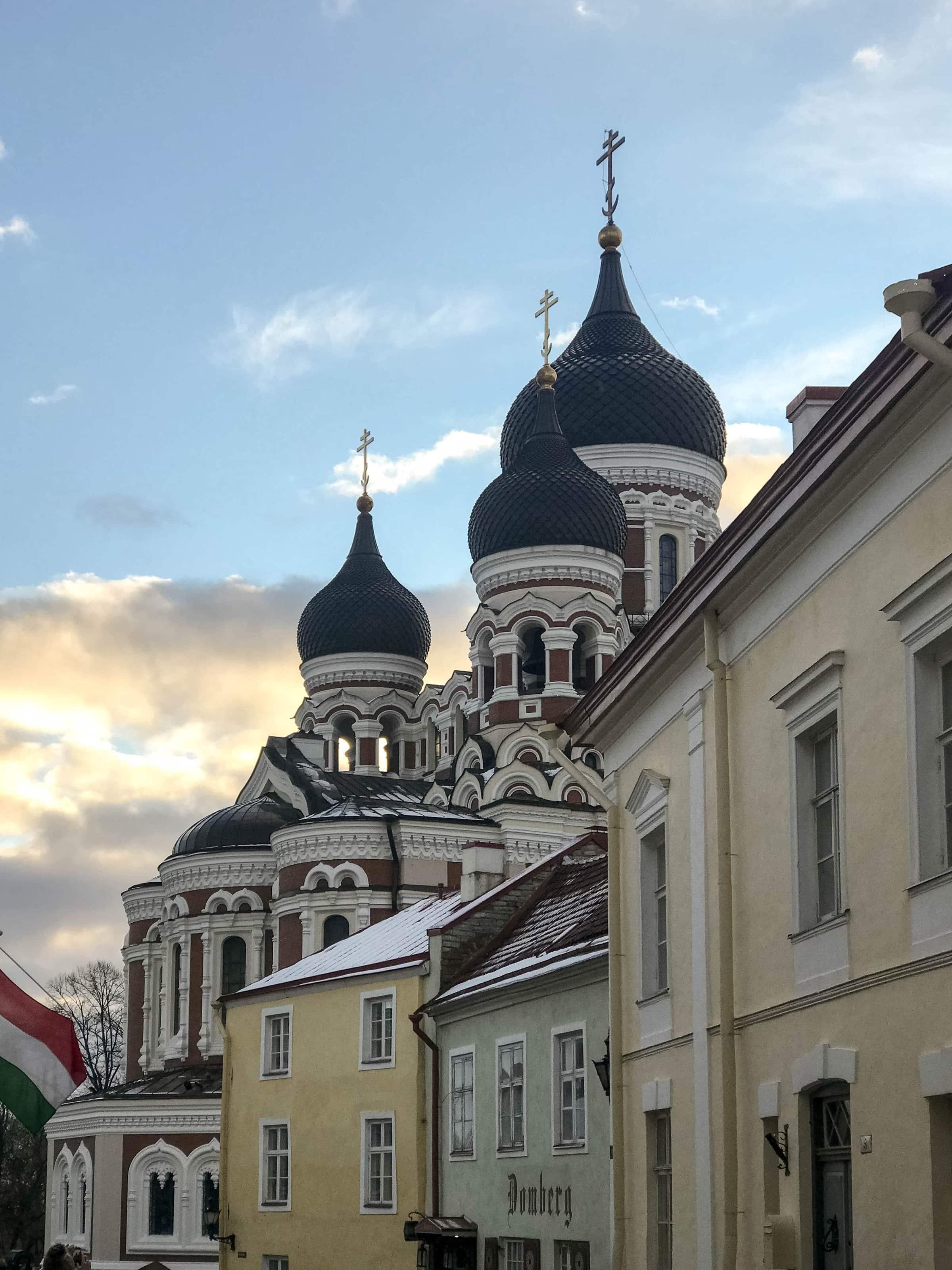 am Domberg im Tallinn mit der Alexander-Newski-Kathedrale