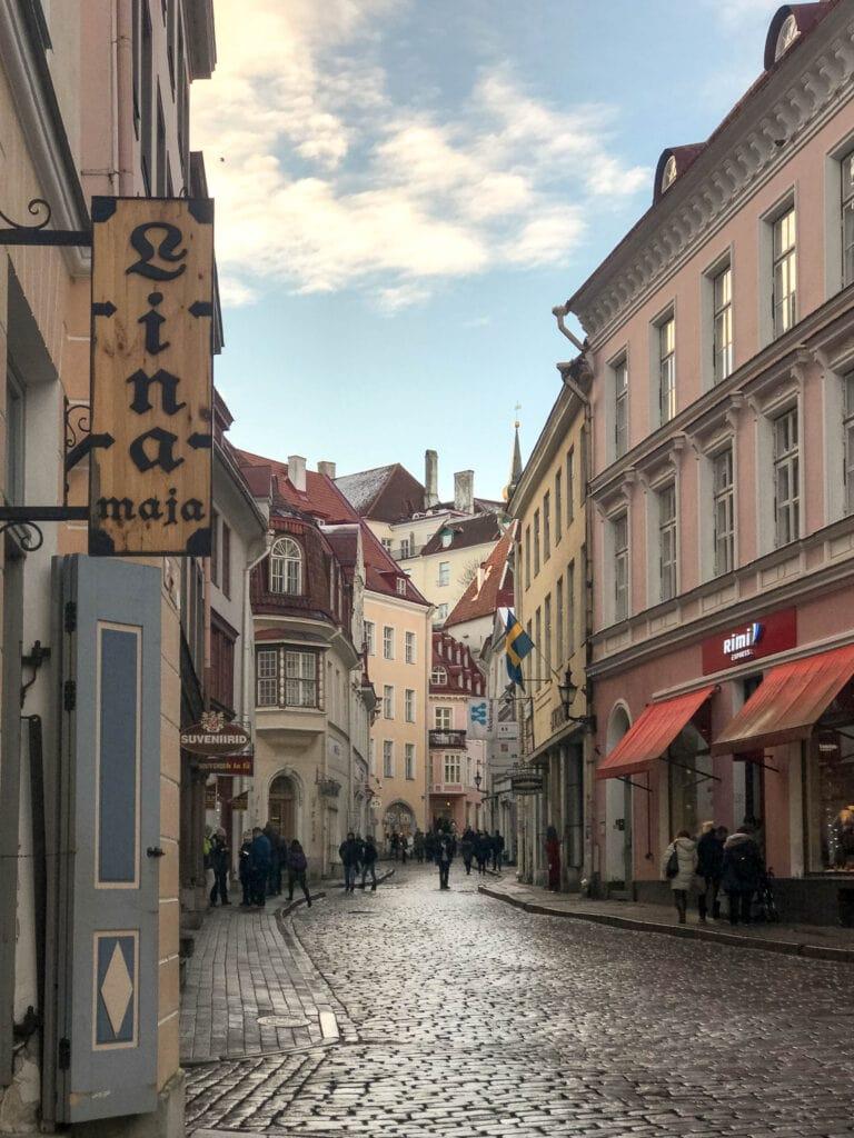 Gasse in der Unterstadt von Tallinn