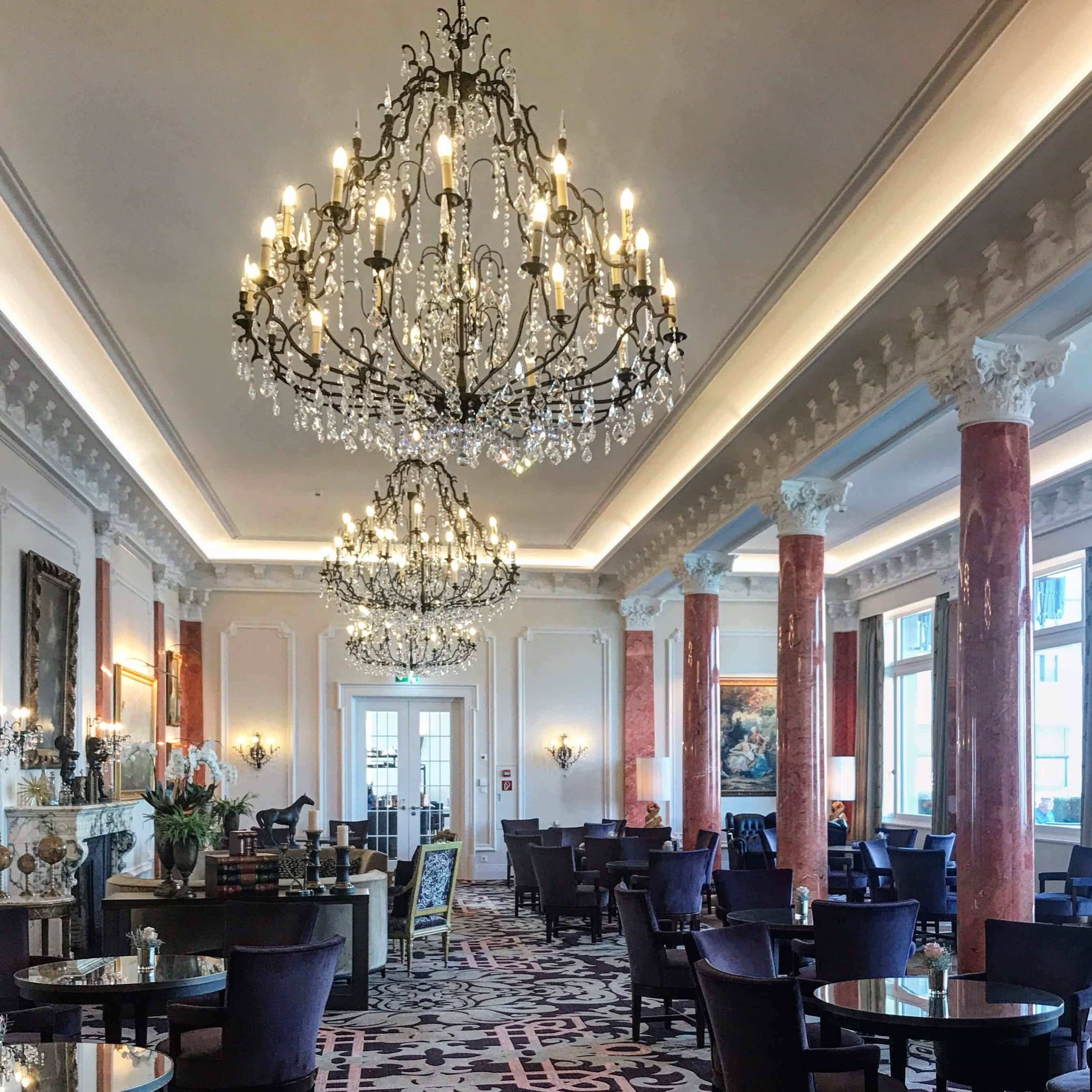 Lounge des Palace Hotels am Bürgenstock