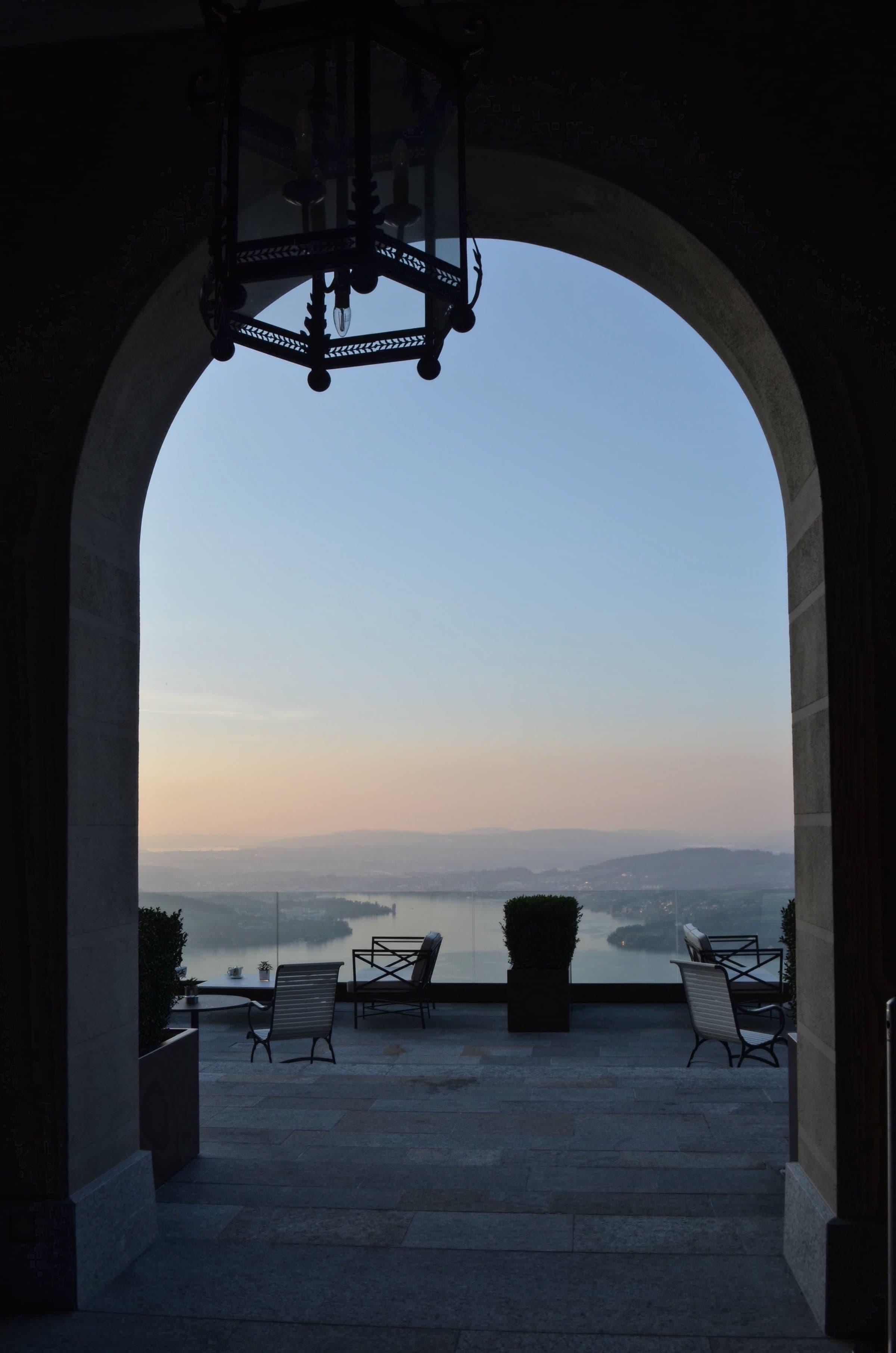 Sonnenuntergang auf der Terrasse des Palace Hotels Bürgenstock