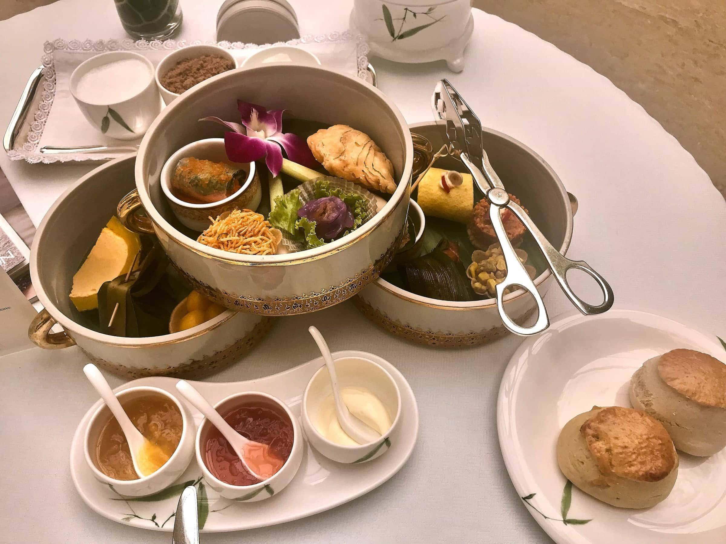 Oriental Tea Set zum Afternoon Tea in der Author's Lounge im Mandarin Oriental