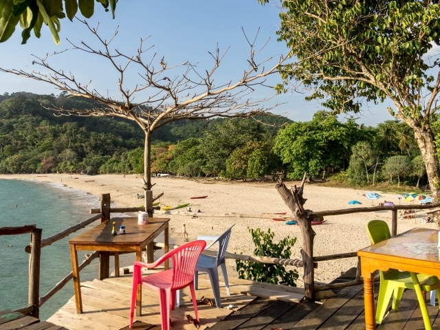 Strand auf Ko Mook (Segeln in Thailand)