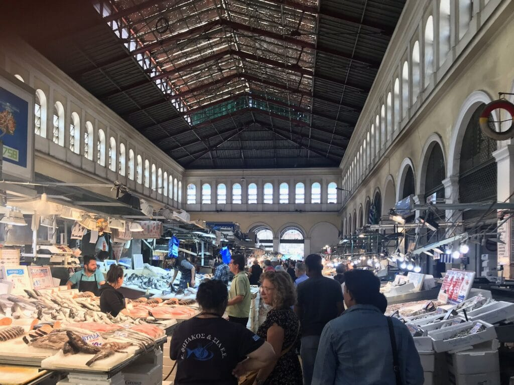 Fischmarkt in der zentralen Markthalle in Athen