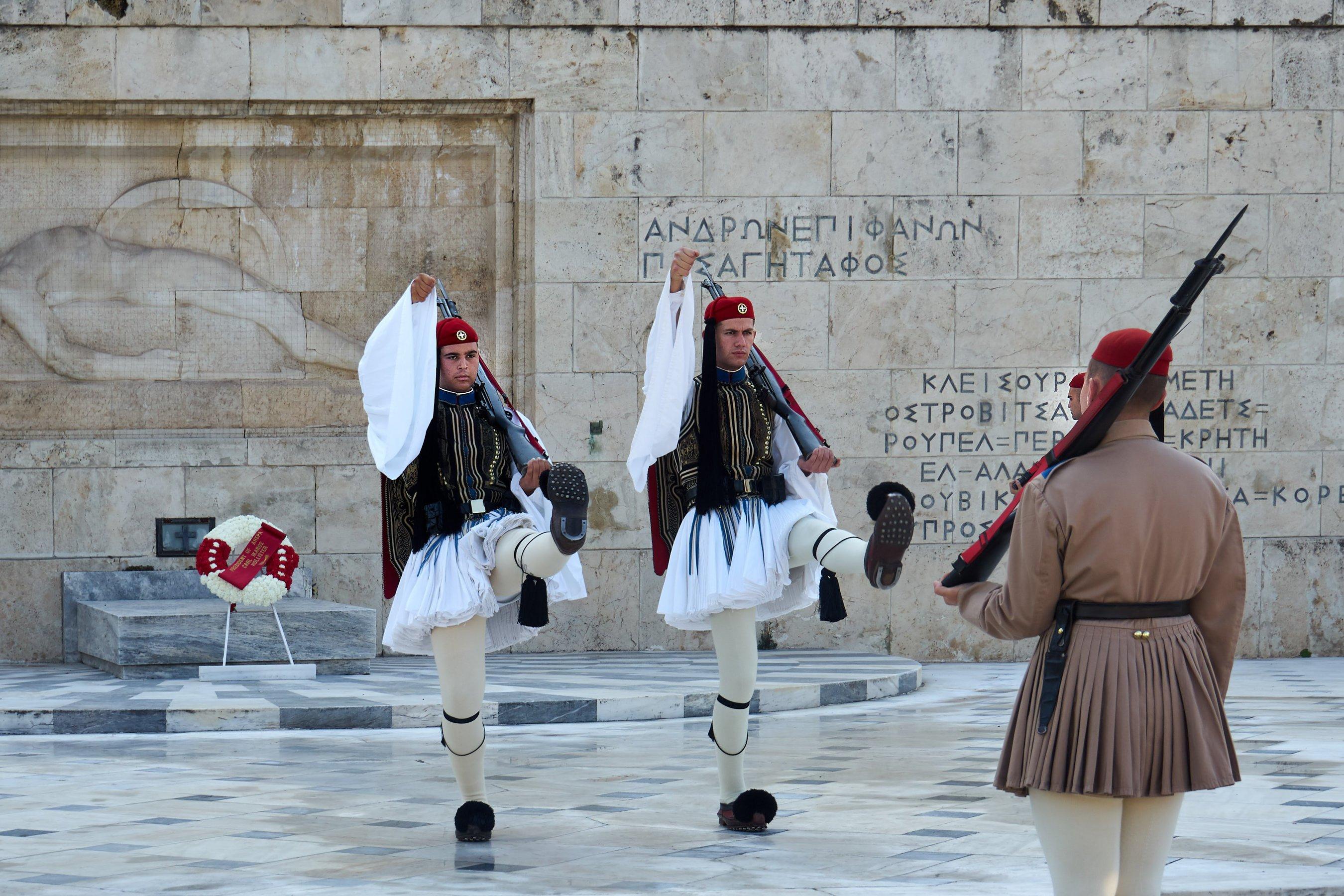 Wachablösung am Grab des unbekannten Soldaten in Athen