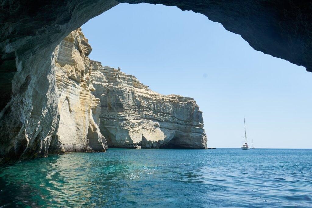 Höhlen beim Kleftiko-Felsen