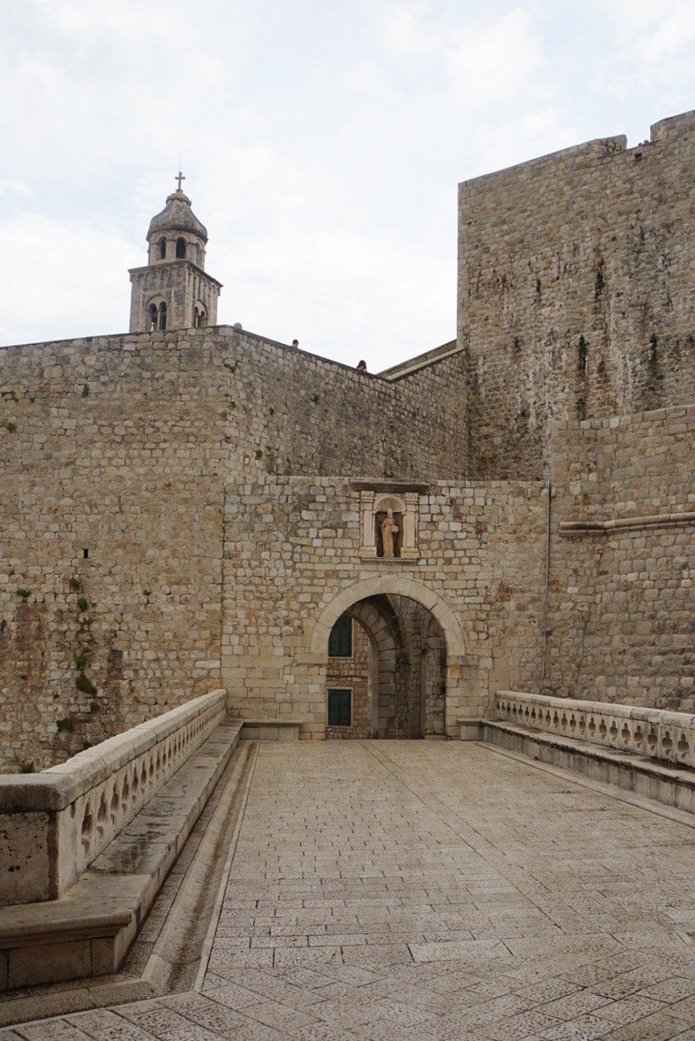 Ploce-Tor an der Ostseite der Altstadt in Dubrovnik