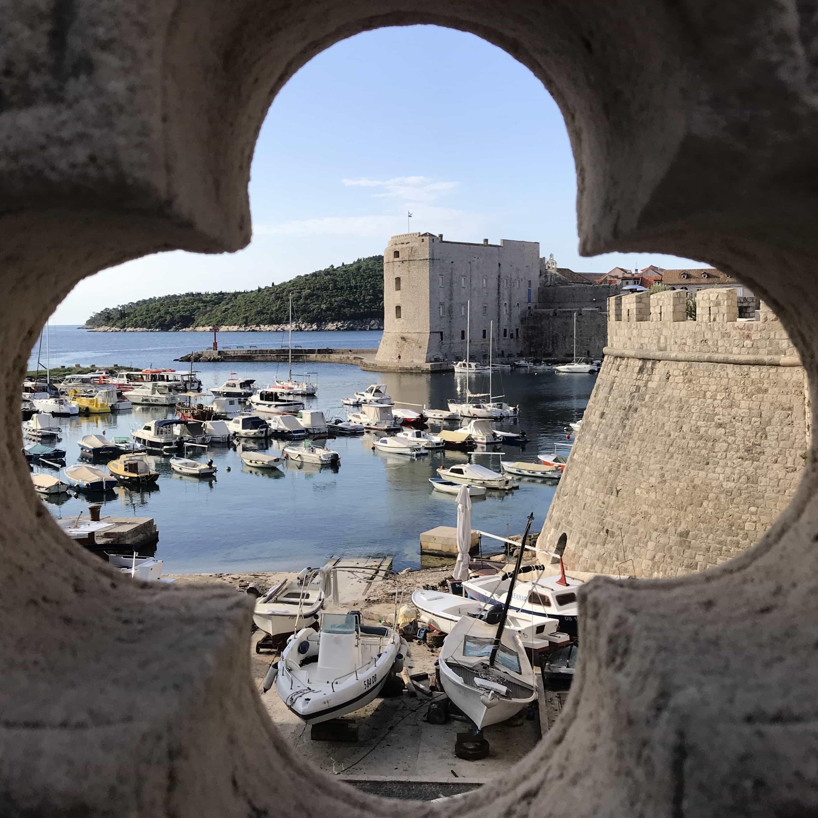 Blick auf dem alten Hafen von Dubrovnik