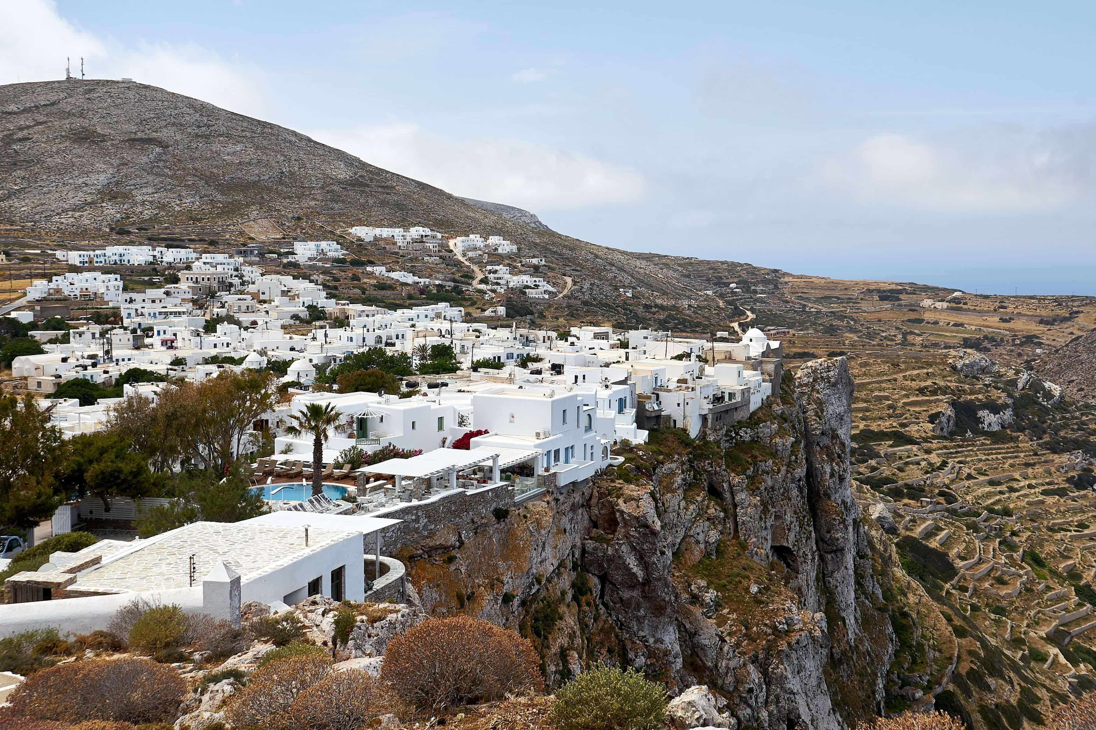 Chora Folegandros auf der Felsklippe liegende