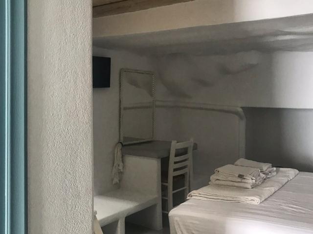 eines der Schlafzimmer in der Honeymoon Klima Suite