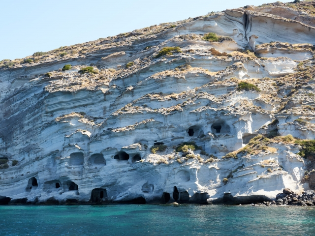 Höhlen in der Küste von Milos, Katakomben