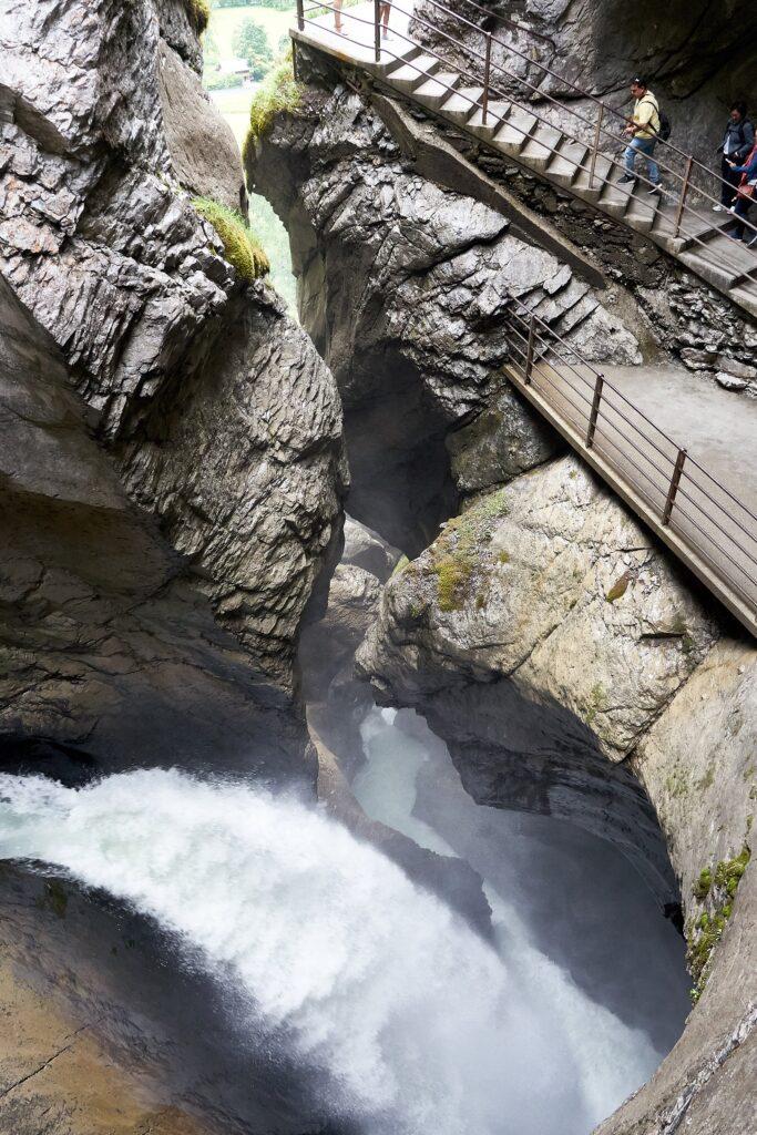 Katarakt der Trümmelbachfälle mit Aussichtsplattform