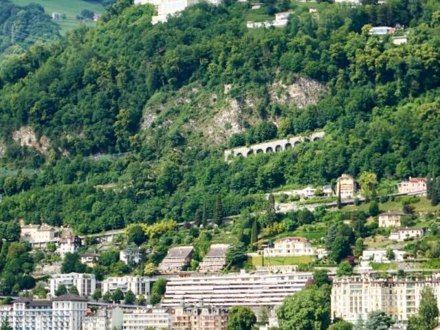 Aussicht vom Schiff auf der Fahrt von Vevey nach Chillon