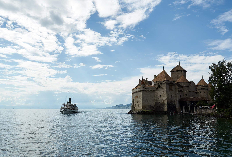 Schloss Chillon mit Raddamfer am Genfersee