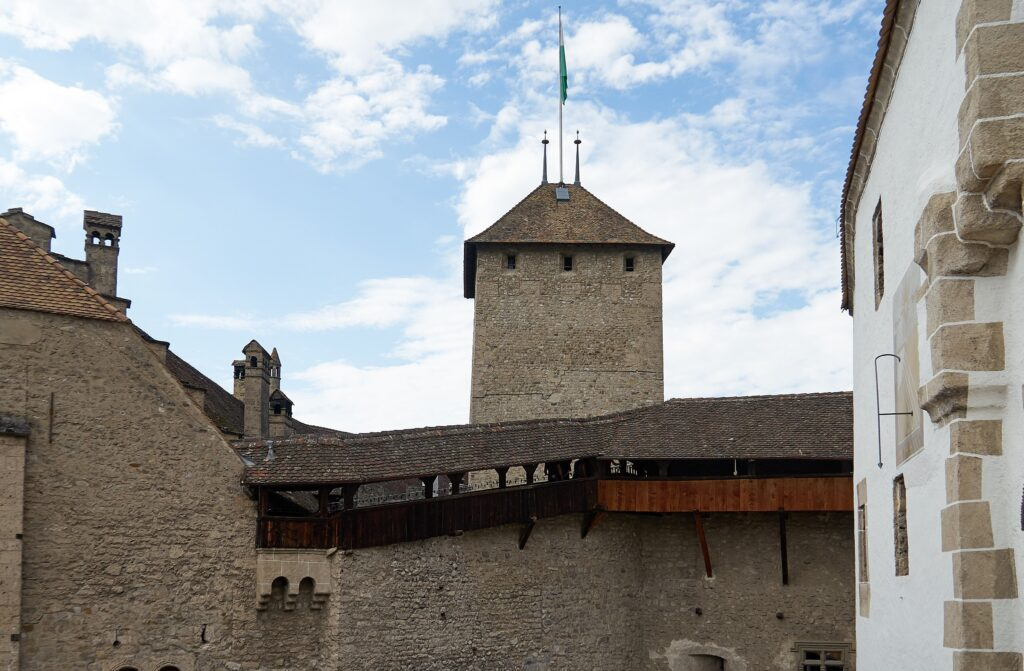 Wehrgang und Turm des Schlosses Chillon