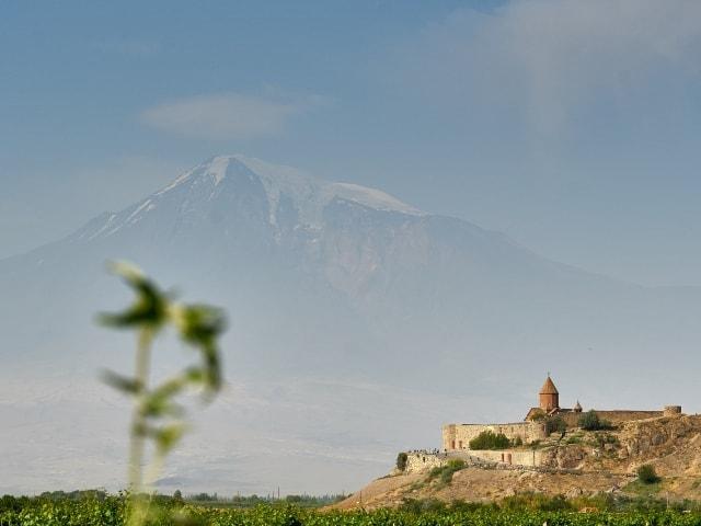 Kloster Chor Wirab und Gipfel des Ararat
