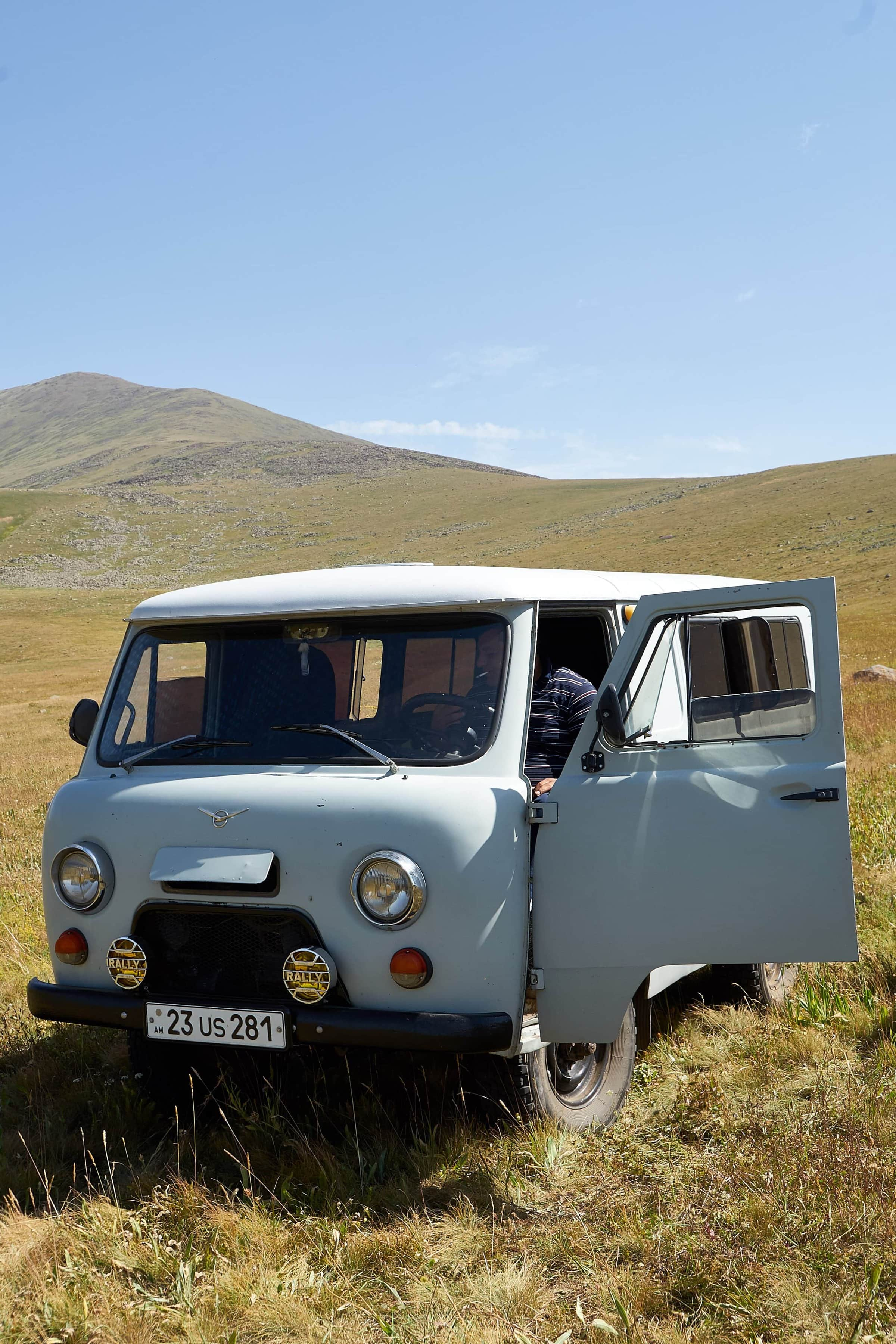 russische 4x4 Jeeps am Ughtasar-See