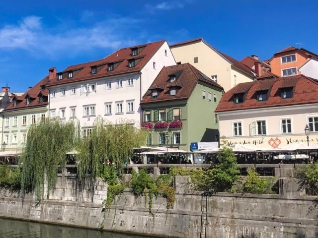 Lokale entlang des Ufers der Ljubljanica
