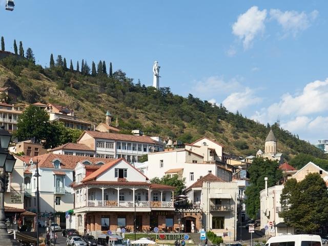 Altstadt mit der Statue der Mutter Georgiens