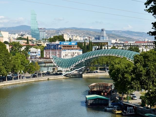 Tbilisi und der Kontrast zwischen Alt und Neu