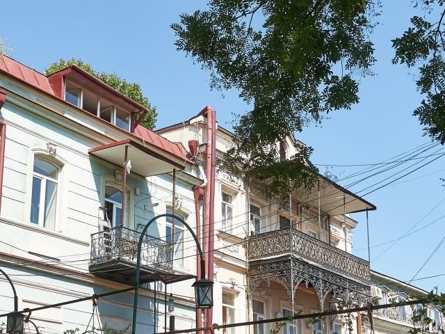 filigrane Balkone in der Ioane Shavteli Straße Tiflis