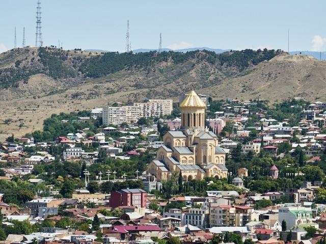 Blick auf die Sameba-Kathedrale in Tiflis