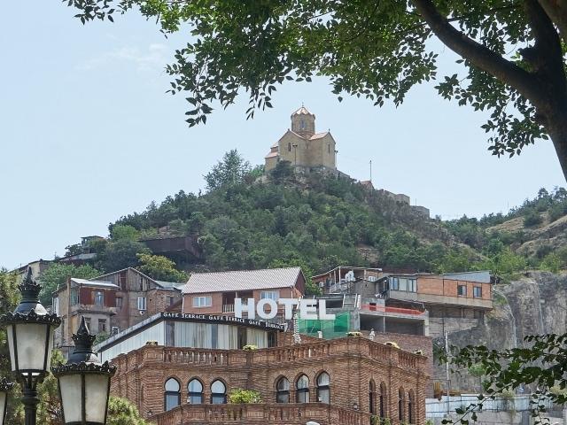 Bäderviertel von Tiflis mit Kuppel der Schwefelbäder