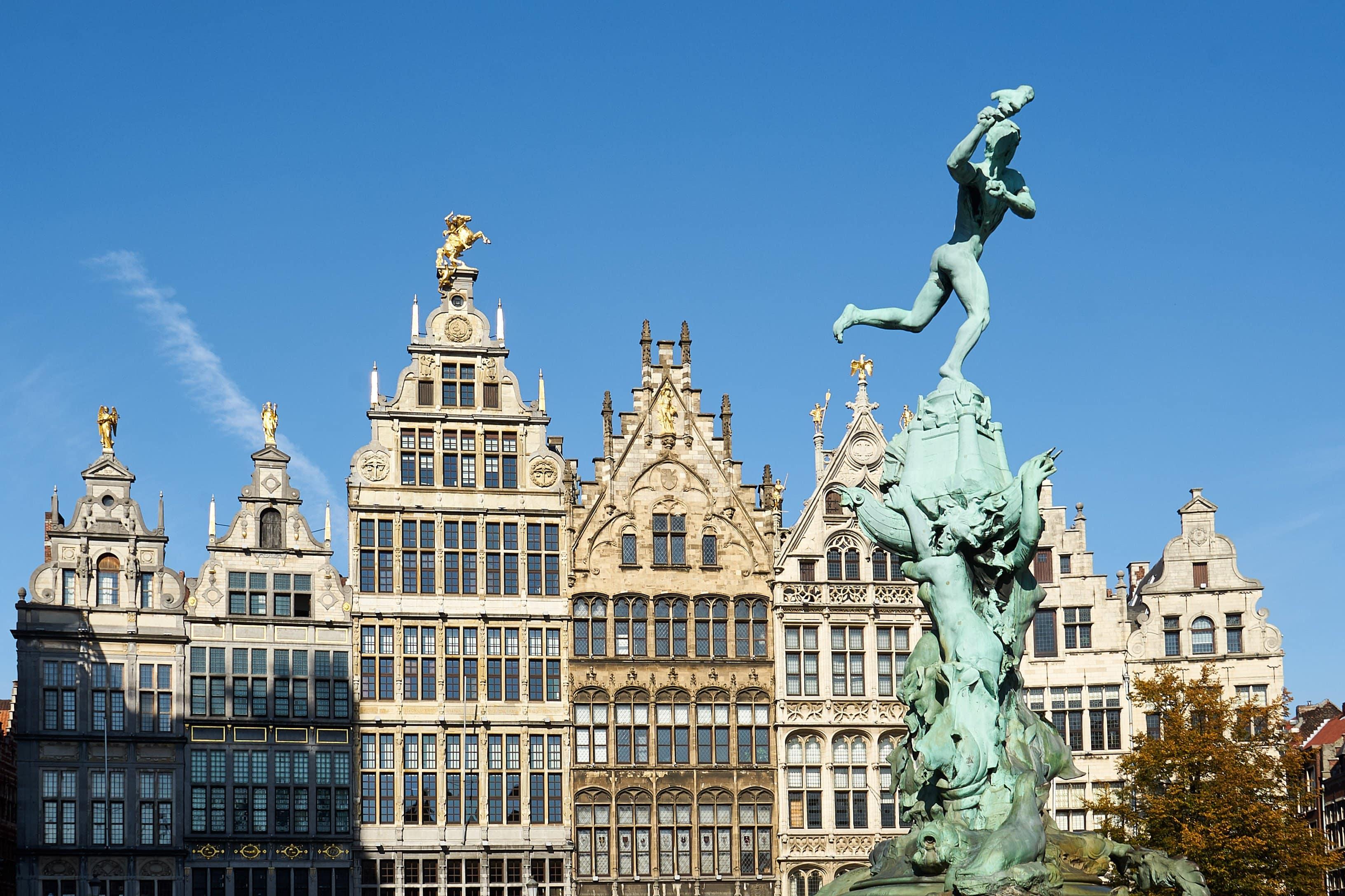 Marktplatz Antwerpen mit Brado-Brunnen