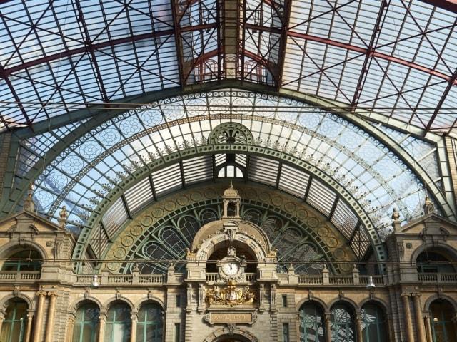 Halle im Bahnhof Antwerpen