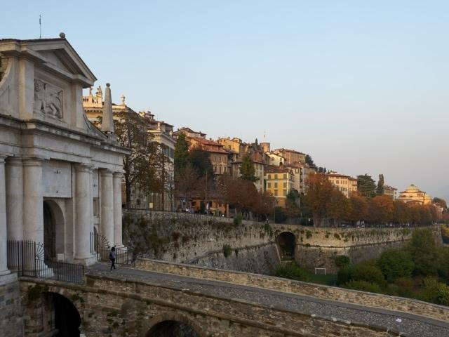 Venezianische Mauer und Porta San Giacomo bei Sonnenuntergang