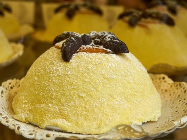 typische Süßspeise Polenta e Osei