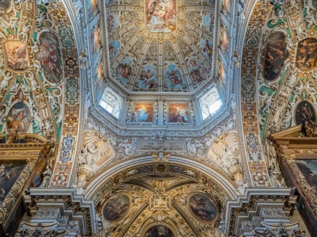 Innenraum der Basilica Santa Maria Maggiore in Bergamo