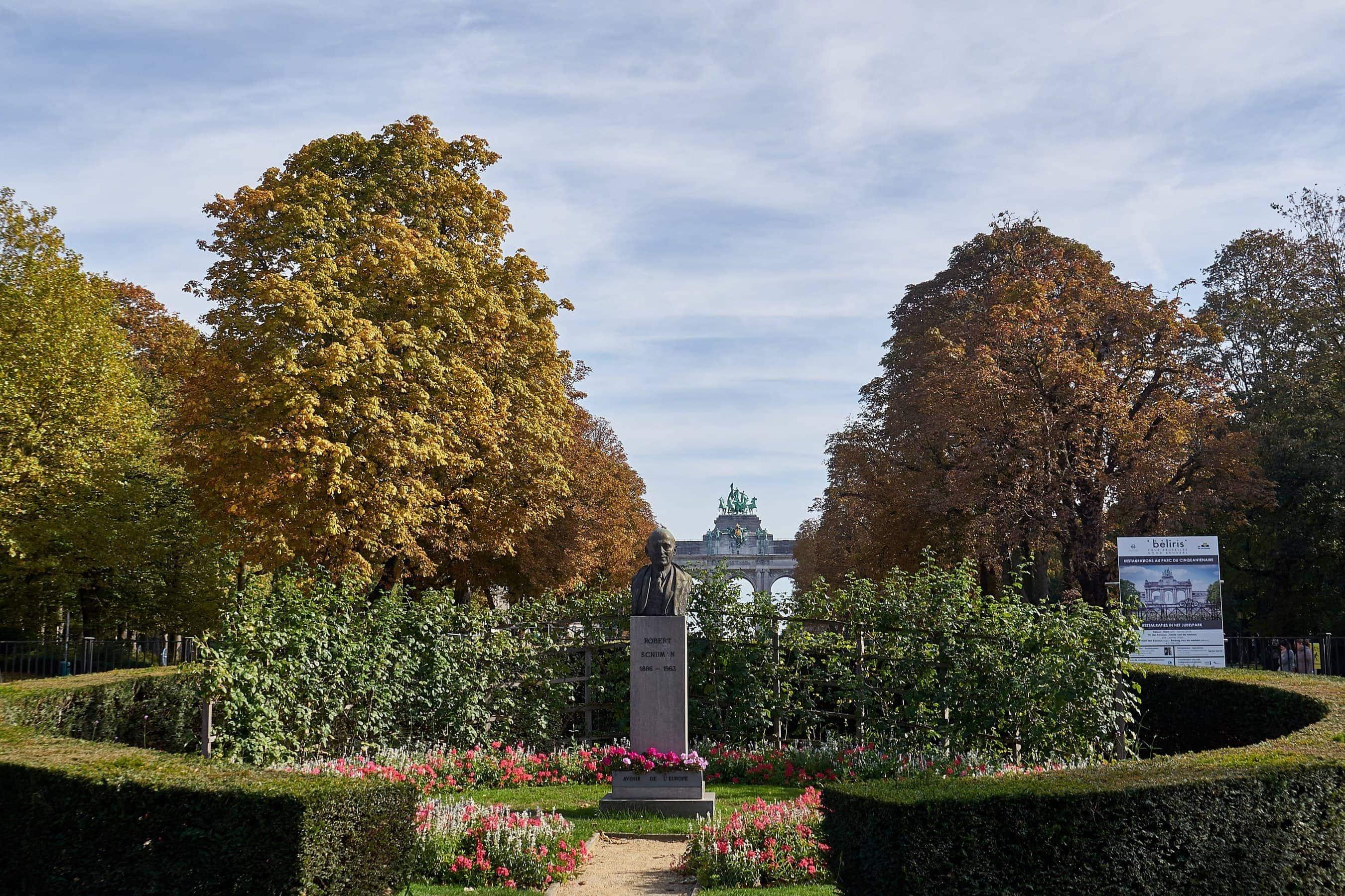 Parkanlage und Triumphbogen in Brüssel