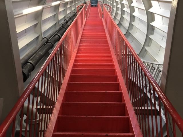 im Inneren des Atomiums Brüssel