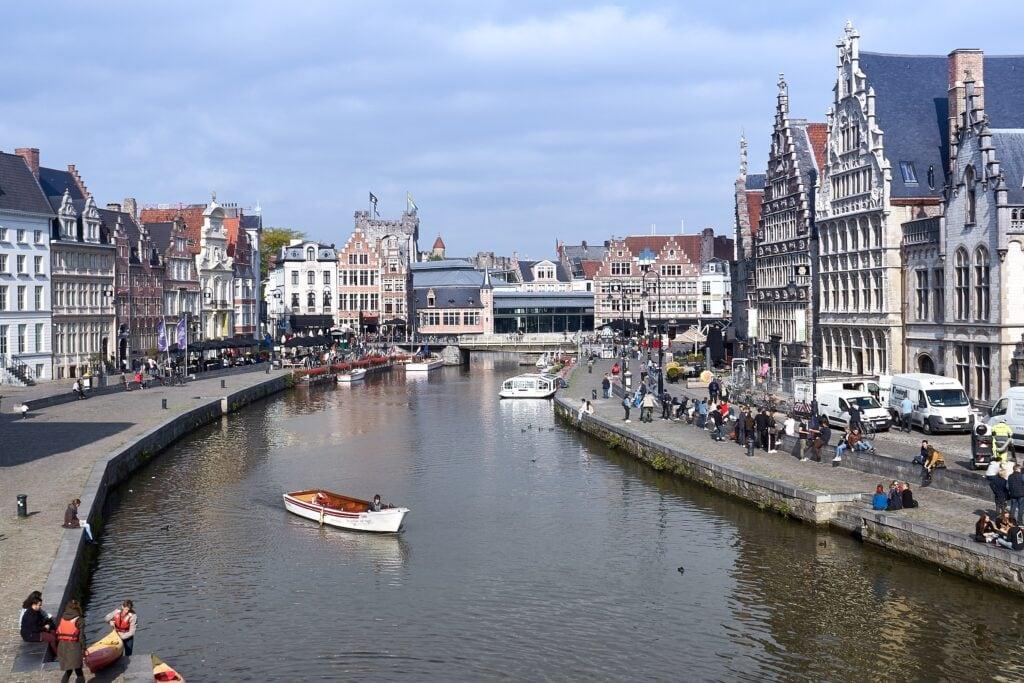 Ufer der Leie im Zentrum von Gent