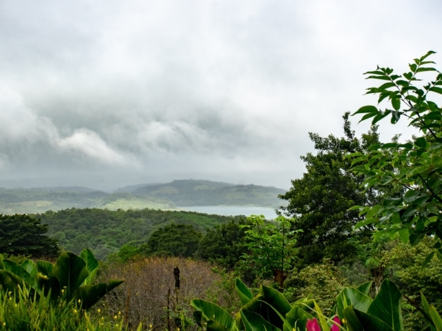 tiefhängende Wolken über dem Arenalsee
