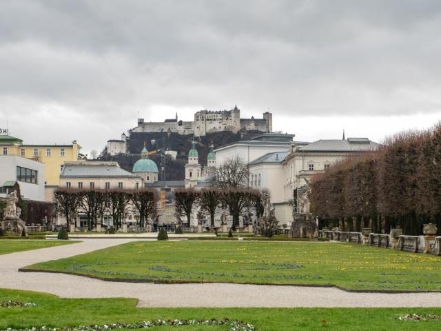 Mirabellgarten mit Festung im Hintergrund