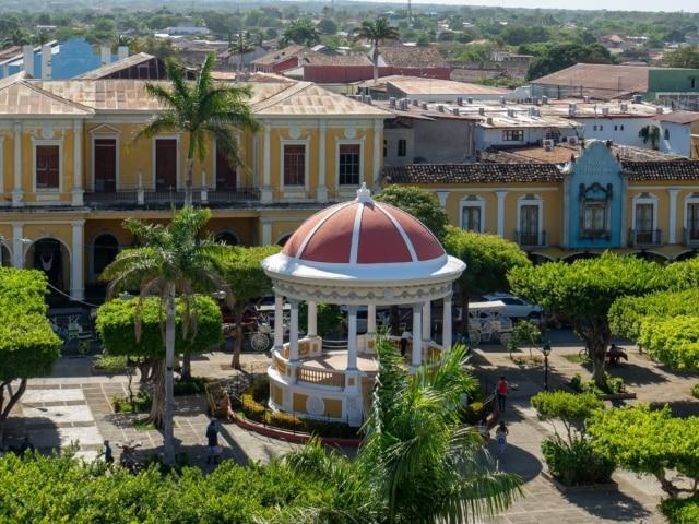 Nicaraguas Kolonialstädte: Pavillion im Parque Central Granada