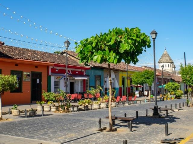Nicaraguas Kolonialstädte: Straßenzug in Granada