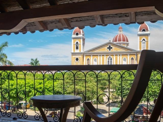 Kolonialstädte Nicaraguas: Terrasse des Hotels Plaza Colon