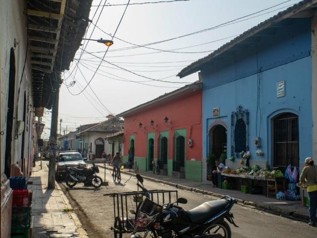 Nicaraguas Kolonialstädte: Straßen um den Markt in Leon