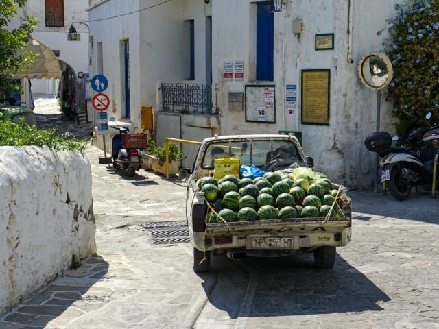 Pickup mit Melonen in Lefkes Paros